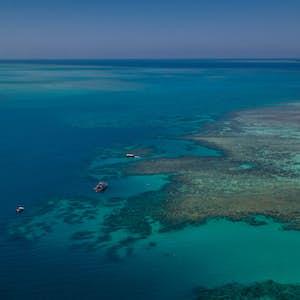 hvor er det varmt i februar australien great barrier reef