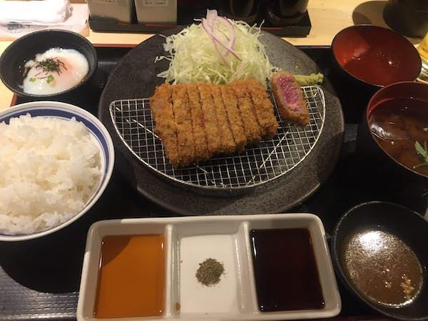 Japansk mad. Gyukatsu. Oksekoteletter.
