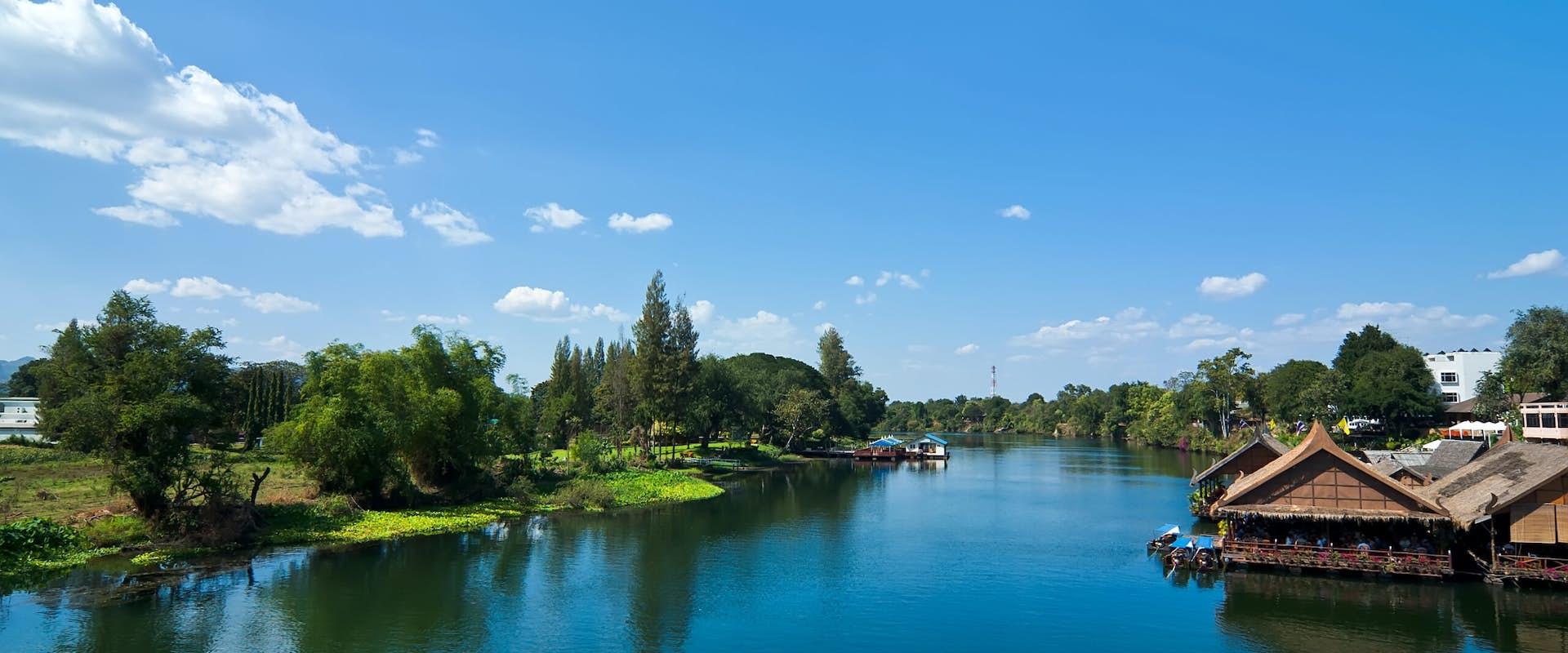 Broen Over Floden Kwai Udflugt Med Storslaede Naturoplevelser I
